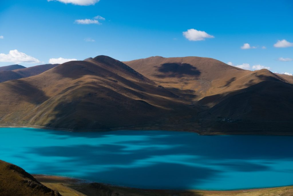 Gorgeous Yamdrok Lake in Tibet