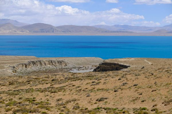 Peiku Tso Lake in Tibet