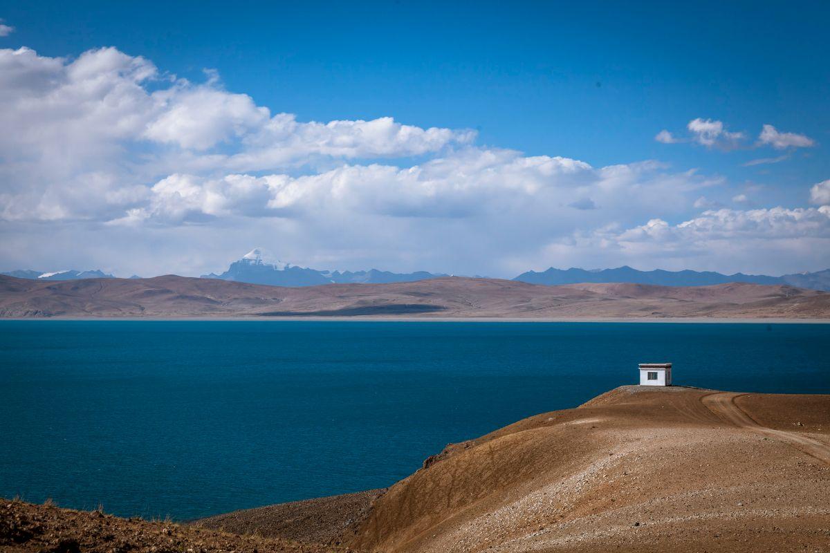 Lake Manasarovar in Tibet